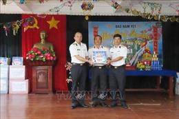 Đoàn công tác Lữ đoàn 146 thăm và chúc Tết cán bộ, chiến sĩ đảo Nam Yết