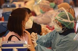 Nhà Trắng cảnh báo các nhà cung cấp không nên 'tích trữ' vaccine ngừa COVID-19