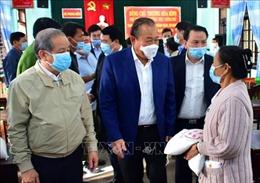 Tặng quà Tết cho các gia đình chính sách và hộ nghèo tại Thừa Thiên - Huế