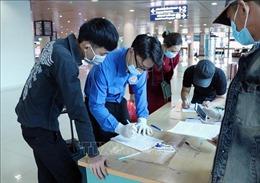 Thanh niên xung kích hỗ trợ cảng hàng không ngày Tết