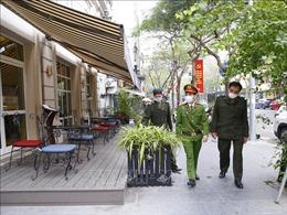 Hà Nội: Quán ăn đường phố, trà đá, cà phê đã đóng cửa