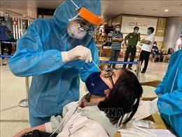 Xét nghiệm ngẫu nhiên COVID-19 với khách đến sân bay Tân Sơn Nhất