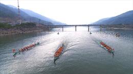 Lễ hội đua thuyền đuôi én - không gian văn hóa đậm đặc nét Thái cổ