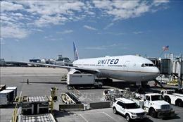 Giới chức Mỹ nỗ lực điều tra sự cố động cơ máy bay Boeing 777