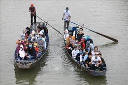 Chùa Hương đón 320.000 lượt khách sau một tháng mở cửa trở lại