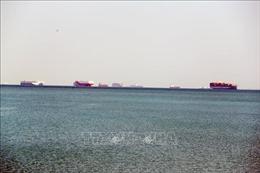 Nỗ lực giải cứu tàu mắc cạn chặn ngang kênh đào Suez