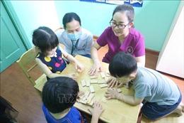 Can thiệp dựa trên vui chơi giúp trẻ tự kỷ phát triển