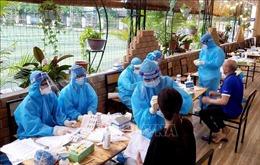 Lấy mẫu xét nghiệm COVID-19 cho người dân khu đô thị Đồng Sơn (Vĩnh Phúc)