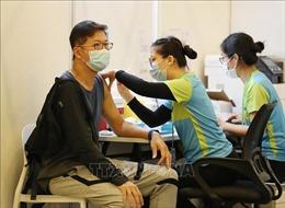 Giới tài phiệt Hong Kong (Trung Quốc) 'tung chiêu' khuyến khích người dân tiêm vaccine phòng COVID-19
