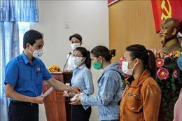 Hỗ trợ lực lượng tuyến đầu và người bị ảnh hưởng bởi dịch bệnh
