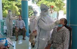 Phú Yên: Xét nghiệm sàng lọc SARS-CoV-2 đối với hàng trăm nhân viên y tế