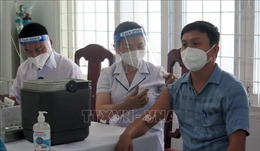 Tiêm vaccine phòng COVID-19 an toàn tại Phú Yên, Cao Bằng