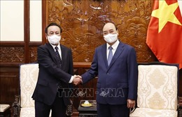 Chủ tịch nước Nguyễn Xuân Phúc tiếp Đại sứ Mông Cổ