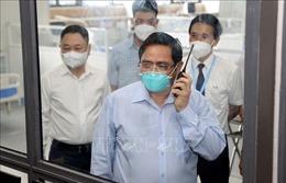 Thủ tướng kiểm tra Bệnh viện điều trị người bệnh COVID-19 tại Hà Nội