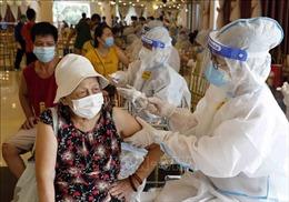 Gần 1.000 cán bộ y tế Bệnh viện Bạch Mai hỗ trợ Hà Nội xét nghiệm và tiêm chủng 'thần tốc'