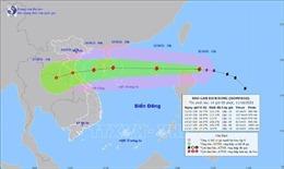 Đêm nay 11/10, bão Kompasu sẽ đi vào Biển Đông và mạnh thêm