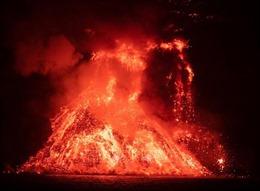 Tránh nguy cơ khí độc từ núi lửa, người dân đảo La Palma được lệnh không ra khỏi nhà