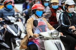 Người dân Hà Nội đón gió lạnh đầu mùa