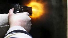 Xô xát, giơ súng K-54 bắn găm cửa xe taxi tại bến xe Mỹ Đình