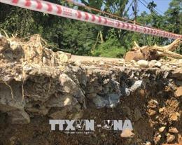 Yên Bái: Tỉnh lộ 166 sạt lở dài 15m, tạo hàm ếch ăn sâu vào lòng đường 1m