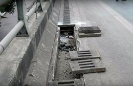 Hàng loạt nắp cống thoát nước trên tuyến cao tốc Hạ Long - Hải Phòng bị lấy cắp