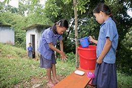 Gần một nửa trường học trên thế giới thiếu nước uống, bồn rửa tay, nhà vệ sinh