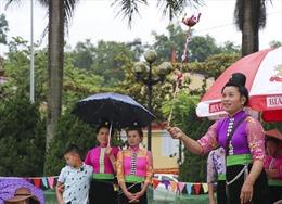 Người dân Điện Biên đội mưa tham gia trò chơi mừng Quốc khánh