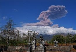 Núi lửa Agung trên đảo Bali phun trào, lở đất và lũ lụt tại Philippines làm 22 người thiệt mạng