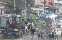 Tưng bừng Lễ hội té nước tại Lào