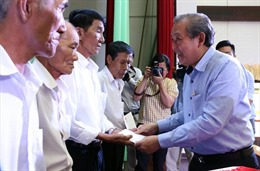 Phó Thủ tướng Thường trực Trương Hòa Bình trao quà, học bổng ở Bến Tre