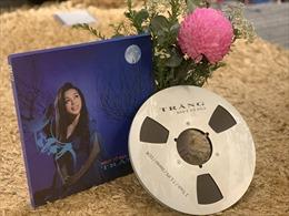 NSƯT Tố Nga phát hành album 'Trăng' định dạng băng cối