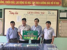 Ngân hàng Chính sách xã hội Quảng Ngãi ủng hộ kinh phí cho trường học phòng chống COVID-19