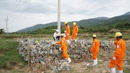 EVNSPC tăng cường kiểm tra việc cung tấp điện và an toàn điện trong mùa mưa bão