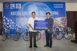 Ngân hàng Shinhan trao tặng xe đạp cho trẻ em nghèo huyện Hóc Môn
