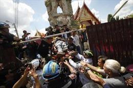 Sập tháp chuông cổ tại Bangkok làm 12 người thương vong