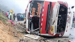 Lật xe khách ở vùng núi Andes, 48 người thương vong