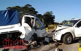 Ô tô 9 chỗ tông trực diện xe tải, tài xế tử vong tại chỗ
