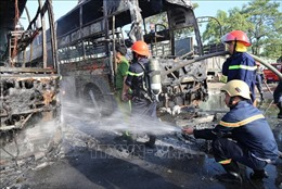 Sửa xe trong gara bến xe Trung tâm thành phố Đà Nẵng, 2 xe khách bị cháy rụi