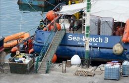 Tàu chở 47 người di cư hướng vào Sicily, Italy kiên quyết không tiếp nhận