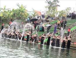 Độc đáo lễ hội gội đầu truyền thống ngày 30 Tết