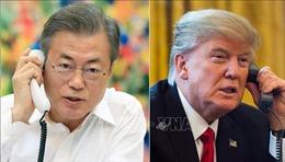 Vừa rời Việt Nam, Tổng thống Mỹ điện đàm với Tổng thống Hàn Quốc