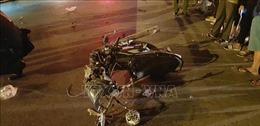 Xe máy chở 3 thanh niên va chạm xe đầu kéo, 1 người tử vong tại chỗ