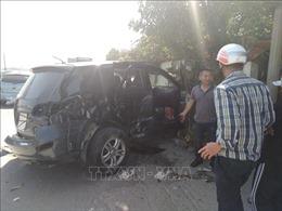 Xe khách va chạm xe 7 chỗ đi chúc Tết, nhiều người bị thương nặng