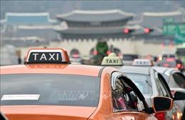 Hàn Quốc lần đầu tiên xử phạt taxi từ chối đón khách