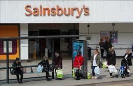 Người Anh giảm chi tiêu, tăng tích trữ thực phẩm