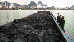 Phát hiện tàu vận chuyển 900 tấn than bùn lậu tại vùng biển Cẩm Phả