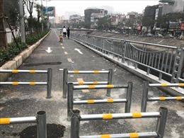 Hiểu lầm về rào chắn 'zic zac' trên tuyến đường đi bộ và xe đạp ven sông Tô Lịch
