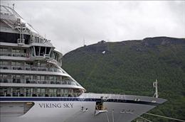 Tàu du lịch hạng sang Viking Sky chở 1.373 người gặp sự cố ngoài khơi