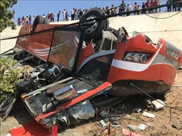 Lái xe khách bị lật tại Bình Thuận đã tử vong