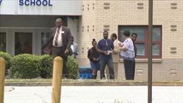 Nấp trong bụi rậm nổ súng vào sân chơi trường tiểu học, 10 học sinh trúng đạn